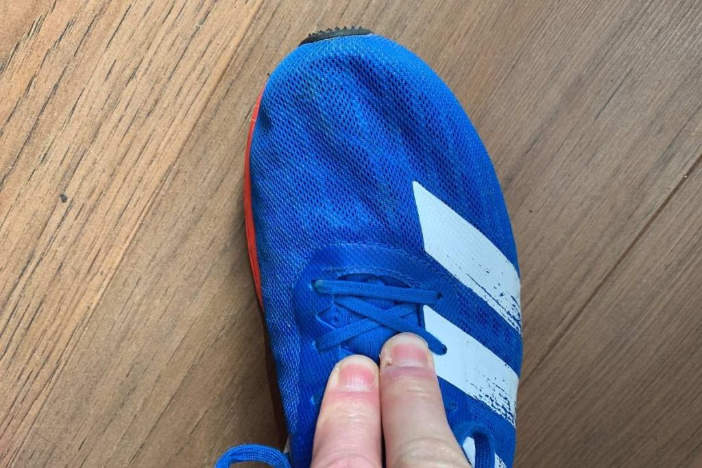Running shoes with fingers